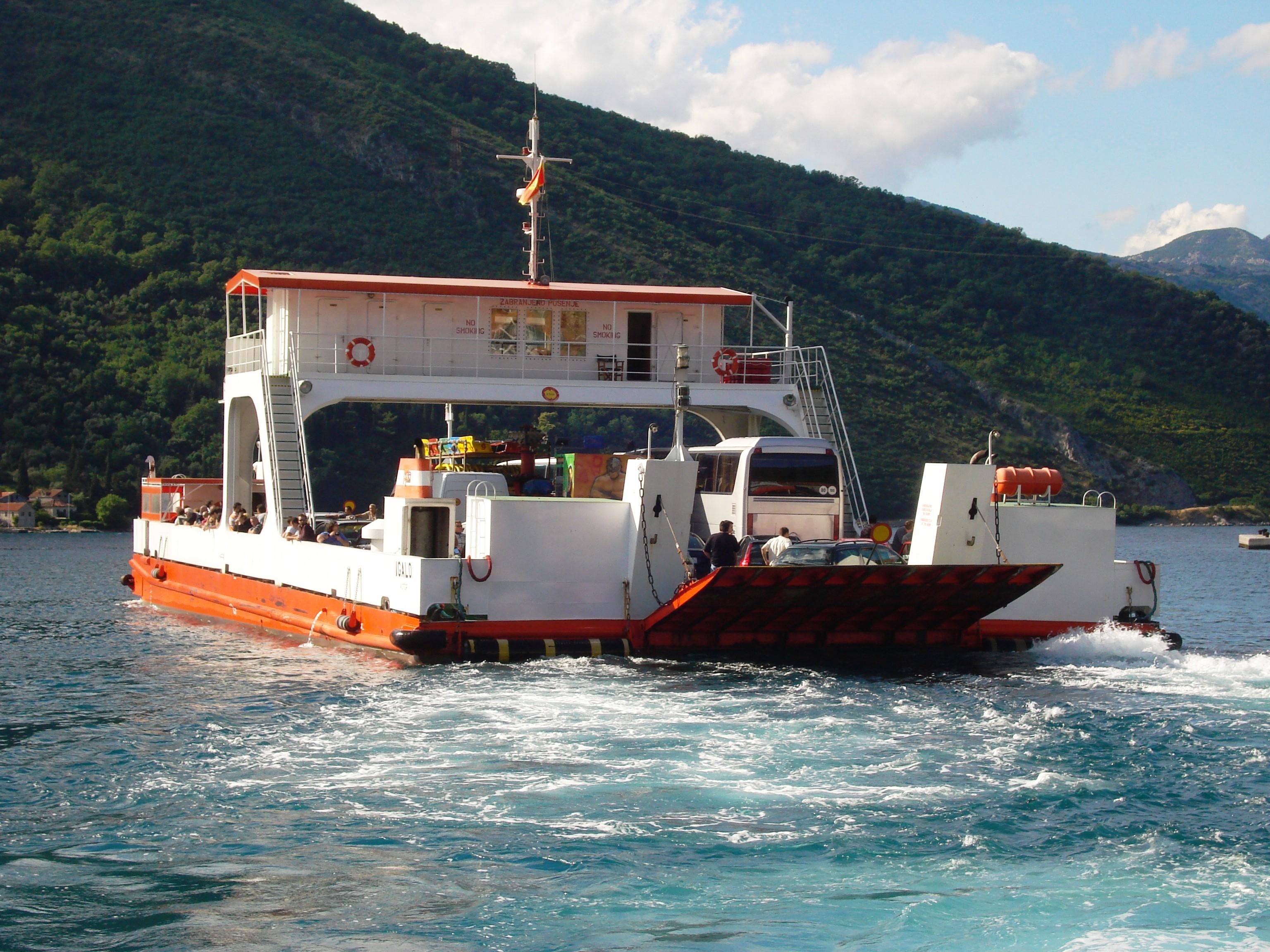 Pomorski saobraćaj, trajekt